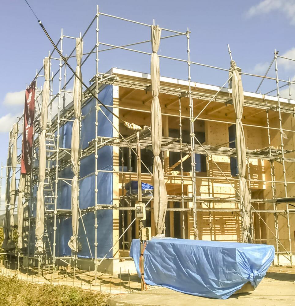 無印良品の家 木の家 屋根 外壁 タイベックルーフライナー 立平葺 タニタ 換気棟 ガルバリウム棟まどS形