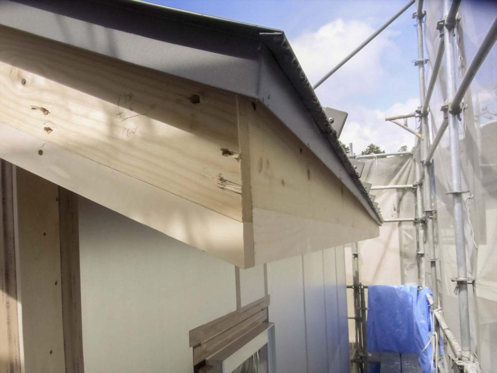 無印良品の家 屋根 外壁 板金破風巻き02